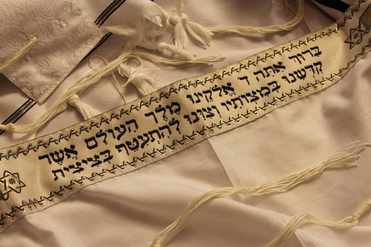 The tzitzit is reminiscent of the throne of glory